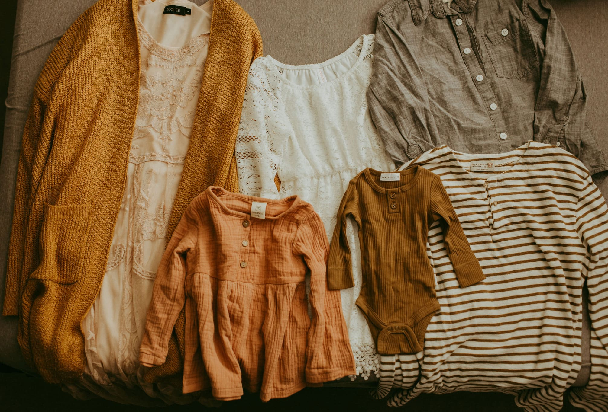 example of what to wear for your photography session - warm colors