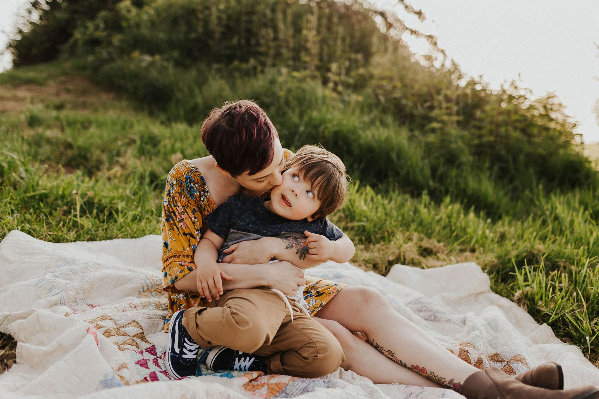 boy and his mommy cuddling | PDX area photographer