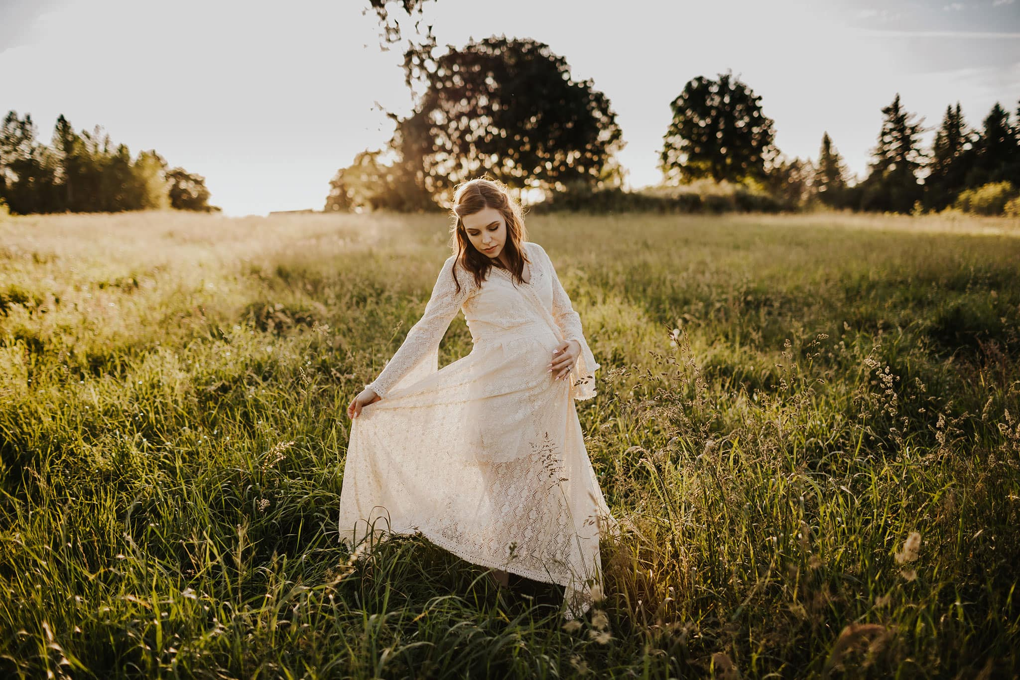 maternity photography in lace dress