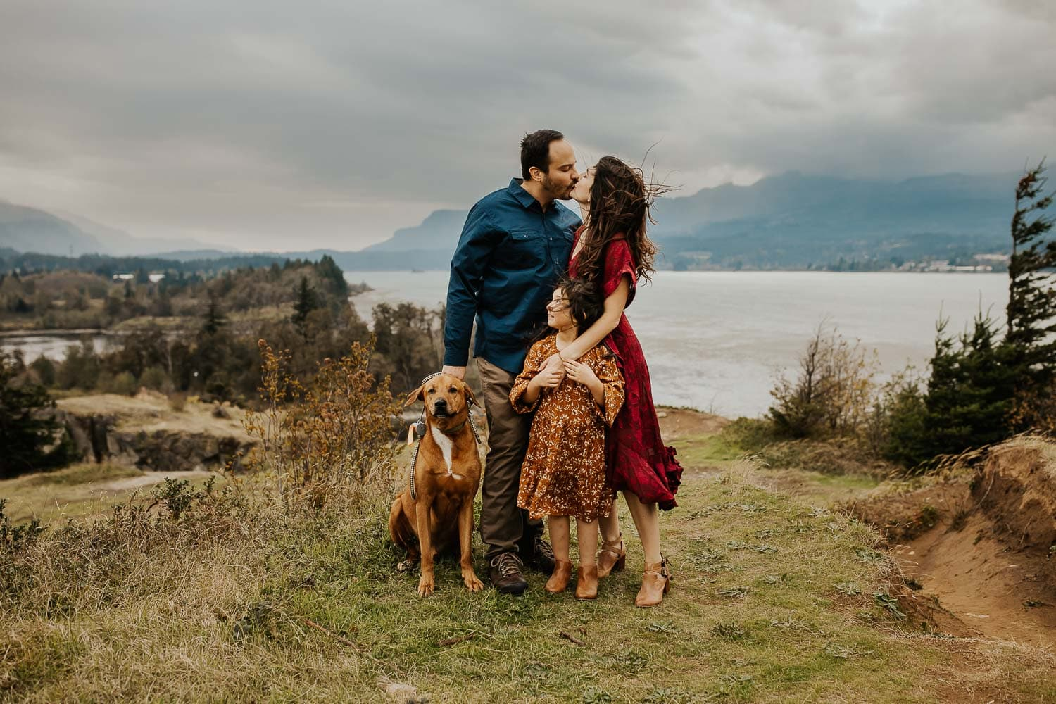 Family photos in portland oregon with dog