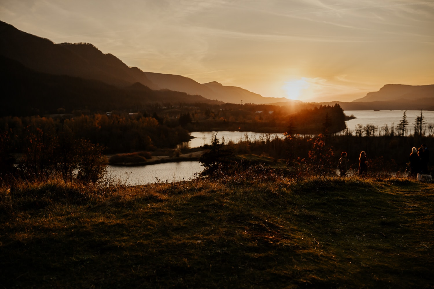 landscape photography image of the columbia river gorge at sunset near cascade locks