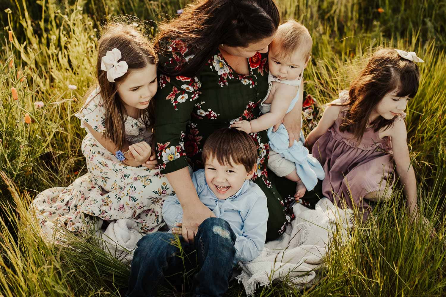 what to wear for photo sessions - mom and kids sitting on blanket in grass