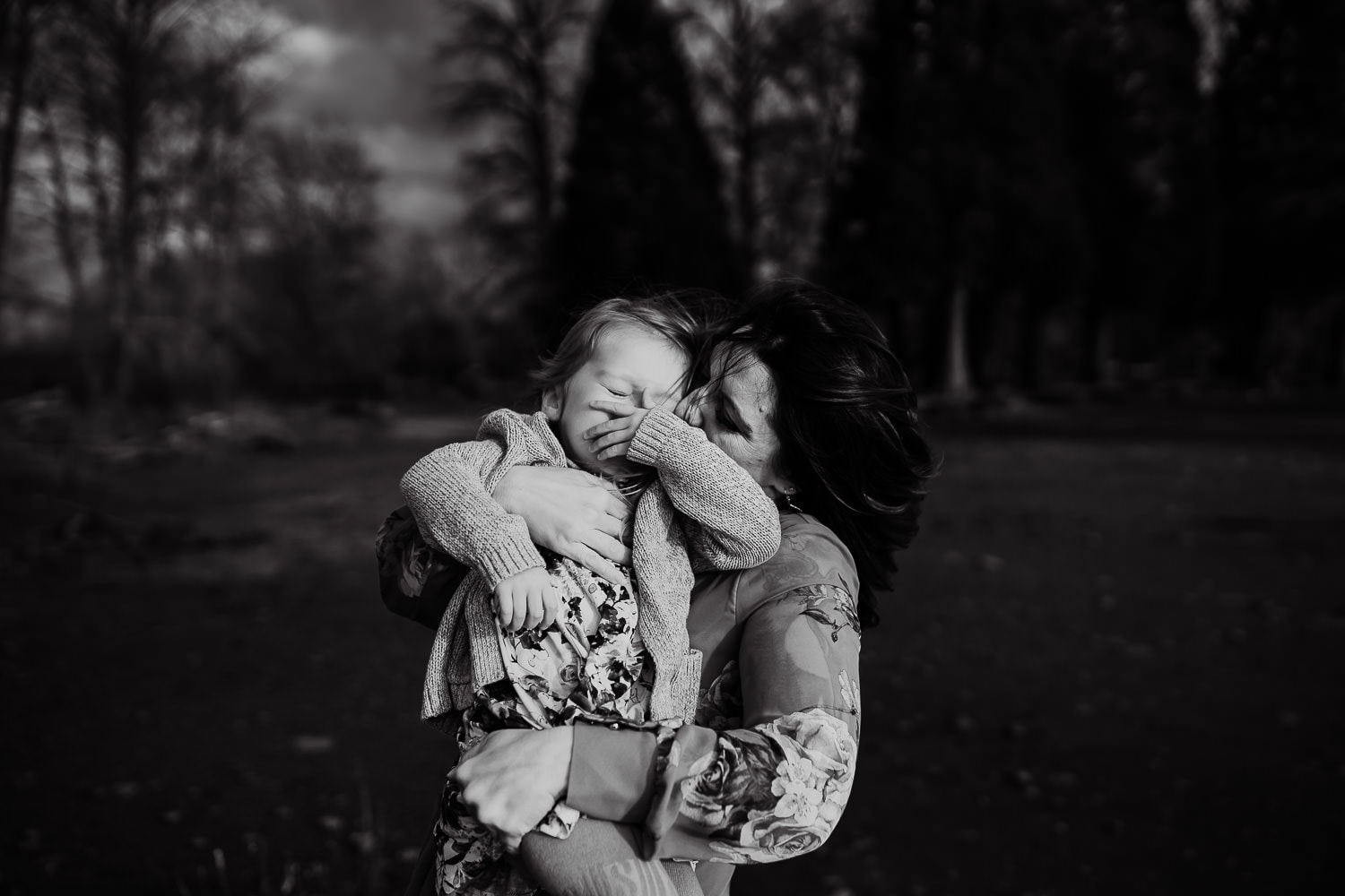 black and white photo of mom and daughter cuddling - best toold for family photographers